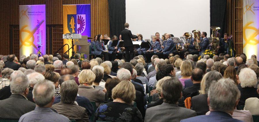 Das Blasorchester des Musikvereins Aldingen sorgte für festliche Stimmung in der vollen Halle. Foto: Stadt Remseck am Neckar