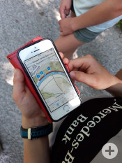 Das Smartphone als Guide: Die App »Unterwegs im Naturschutzgebiet« ist kostenlos erhältlich   Foto: Stadt Remseck am Neckar