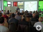 Thomas Schüler, Architekt aus Düsseldorf und einer der Väter des Siegerentwurfs, erläuterte den Teilnehmern seine Ideen.