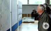 """Die Ausstellung """"Über 30 Jahre Stadtsanierung – Eine städtebauliche Zeitreise bis zur Neuen Mitte"""" wurde im Rathaus Neckarrems eröffnet."""