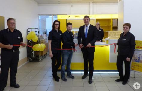 Oberbürgermeister Dirk Schönberger eröffnet zusammen mit Herrn Mamsch die Postfiliale im EDEKA Mamsch
