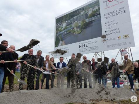 Spatenstich zur Neuen Mitte: Rathaus, Stadthalle, Kubus, Tiefgarage, Marktplatz am 20. Oktober 2017