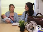 Beratung bei der Hebammensprechstunde im mobilen Familienzentrum in Remseck am Neckar