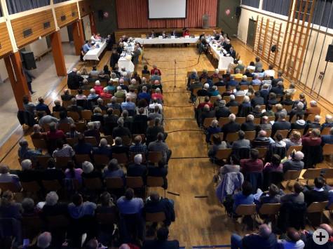 An der Gemeinderatssitzung am 26. Februar 2019 in der Gemeindehalle Aldingen nahmen rund 200 Bürgerinnen und Bürger teil. Foto: Stadt Remseck am Neckar