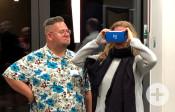 Bürgerinnen und Bürger erlebten 360°-Rundblicke mithilfe von Cardboards und Smartphone   Foto: Stadt Remseck am Neckar