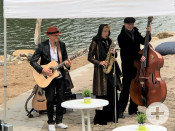 Das Trio »SwingToGo« spielte leichten Jazz zur Eröffnung der Remstal Gartenschau 2019 am Neckarstrand | Foto: Stadt Remseck am Neckar
