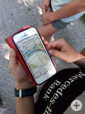 Das Smartphone als Guide: Die App »Unterwegs im Naturschutzgebiet« ist kostenlos erhältlich | Foto: Stadt Remseck am Neckar